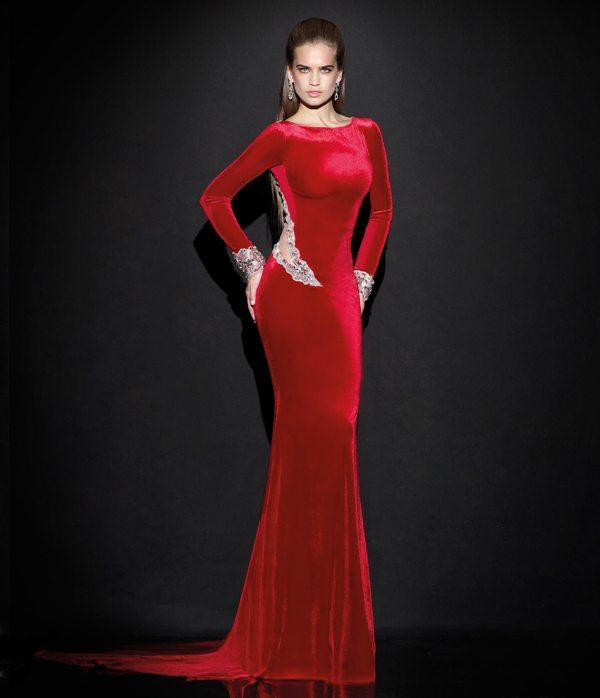 edf98cd4dfd9a kırmızı kadife uzun kollu kuyruklu sırt dekolteli abiye elbise modeli