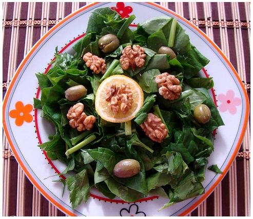 cevizli yeşillik salatası