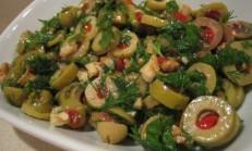 Rokalı Yeşil Zeytin Salatası Tarifi