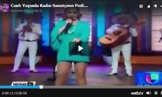 Konser Esnasında Kadın Sanatçının Pedi Düştü